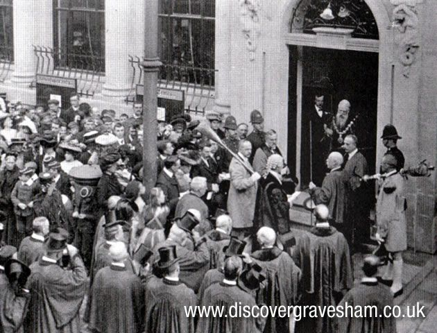Mayor G M Arnold officially opens the library, 28 September 1905
